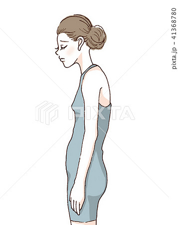 猫背の女性 41368780