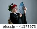 奇抜なヘアメイクの着物姿の女性 41375973