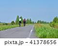 サイクリングロードを走る 41378656