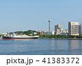横浜 マリンタワー 豪華客船の写真 41383372