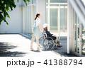 介護 車椅子 女性 41388794
