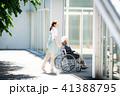 介護 車椅子 女性 41388795