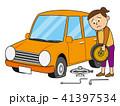 タイヤ交換で困る女性 41397534