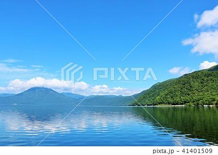 北海道 青空の支笏湖 41401509