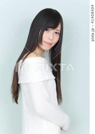 若い女性 ヘアスタイル 41408404