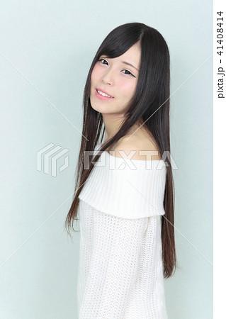 若い女性 ヘアスタイル 41408414