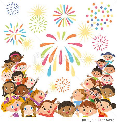 子供達で花火を見る 41448097