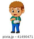 男の子 男児 ギプスのイラスト 41490471
