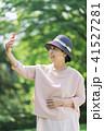 女性 シニア スマートフォンの写真 41527281