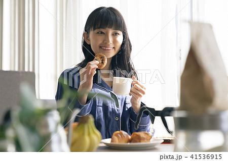 女性 ライフスタイル 朝食 41536915