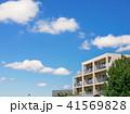 集合住宅 マンション 青空の写真 41569828