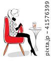 カフェでお洒落に 赤いソファ 41576399