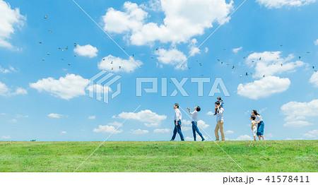 三世代家族、青空、肩車、散歩 41578411