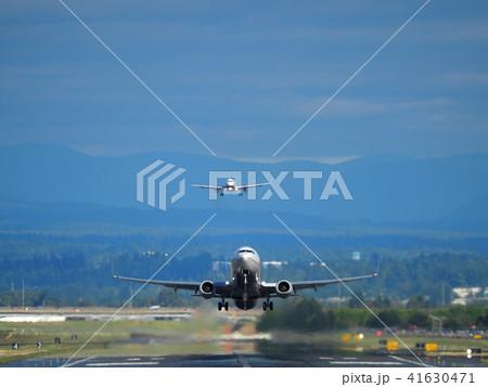 旅客機の離陸と着陸 41630471