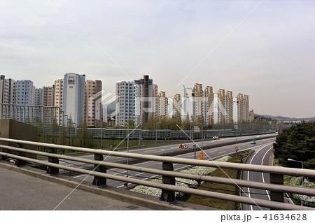 韓国ソウル市郊外の高層マンション群 41634628