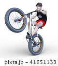 ファットバイクに乗る男性 41651133