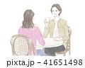 カフェで会話する女性 41651498