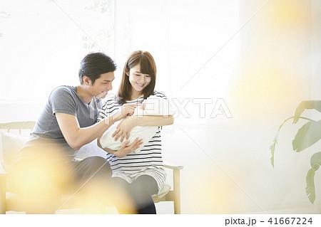 赤ちゃん 子育て 41667224