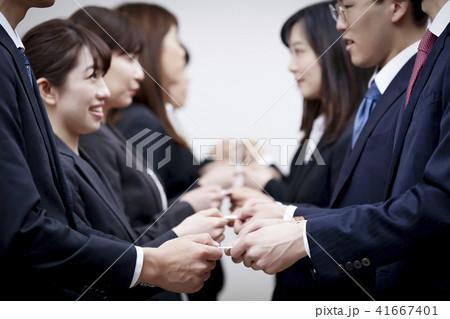 ビジネス 名刺交換 41667401