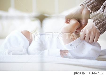 赤ちゃん 子育て 41667407