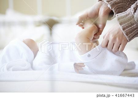 赤ちゃん 子育て 41667443