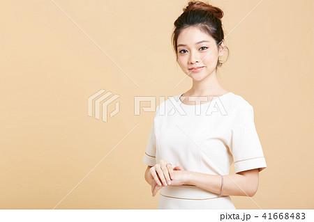 女性 エスティシャン 41668483