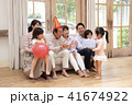 おじいちゃん 孫 おばあちゃんの写真 41674922