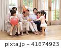 おじいちゃん 孫 おばあちゃんの写真 41674923