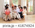 おじいちゃん 孫 おばあちゃんの写真 41674924