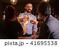 バーで働く外国人 41695538