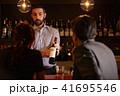 バーで働く外国人 41695546