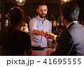 バーで働く外国人 41695555