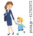 保育園 送り迎え 母親のイラスト 41702972