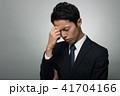 ビジネスマン 悩む 考えるの写真 41704166