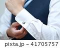 カフスボタン (ボディパーツ 顔なし 人物 会社員 ワイシャツ 役職 社長 コピースペース 手) 41705757