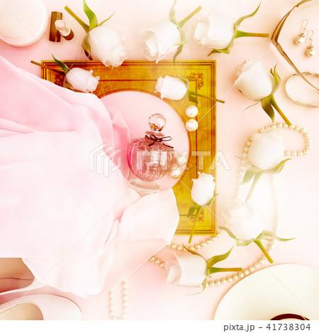 Perfume, bottle, roses, high, heel, hat, pearls 41738304