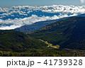北八ヶ岳・北横岳から見る縞枯山荘と雨池峠方面 41739328
