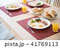 朝ごはん 朝ご飯 朝御飯 洋食 目玉焼き 41769113
