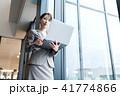 人物 女性 ノートパソコンの写真 41774866