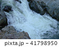 激しい上流の川 41798950