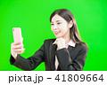携帯 携帯電話 女性の写真 41809664