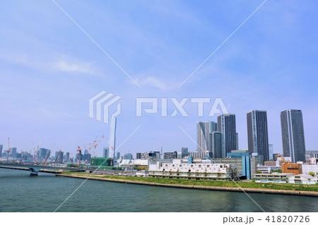 東京 青空のビル群とウォーターフロント 41820726