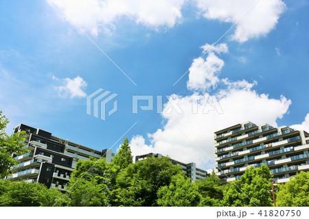 爽やかな青空とマンション 41820750