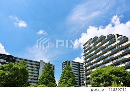 爽やかな青空とマンション 41820752