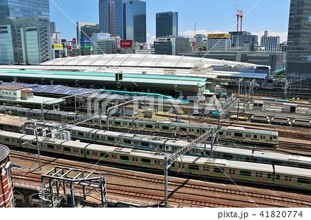 東京駅 発車する山手線と京浜東北線と東海道本線 41820774