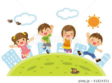 外でジャンプする子供たち 41824351