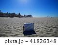砂浜とスーツケース 41826348