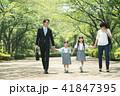 親子 小学生 歩くの写真 41847395