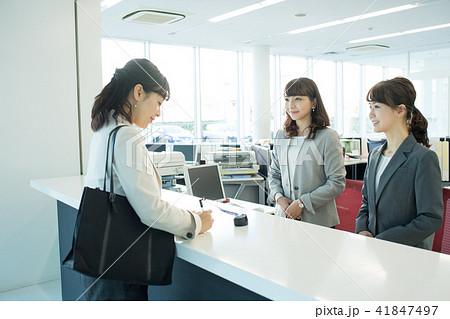 ビジネスウーマン オフィス 受付 ビジネス イメージ 41847497