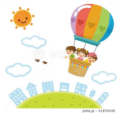 気球で空を飛ぶ子供たち 41850446